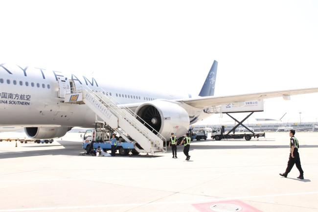 China Southern Plane, Guangzhou Airport